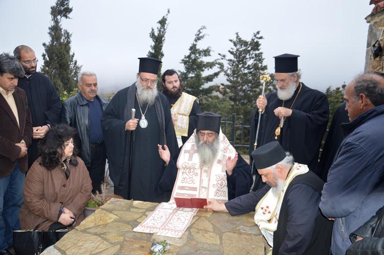 Τρισάγιο στον τάφο του Γέροντος Ευμενίου και το δώρο του οσίου Νικηφόρου του Λεπρού.JPG09