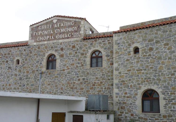 Τρισάγιο στον τάφο του Γέροντος Ευμενίου και το δώρο του οσίου Νικηφόρου του Λεπρού.jpg10