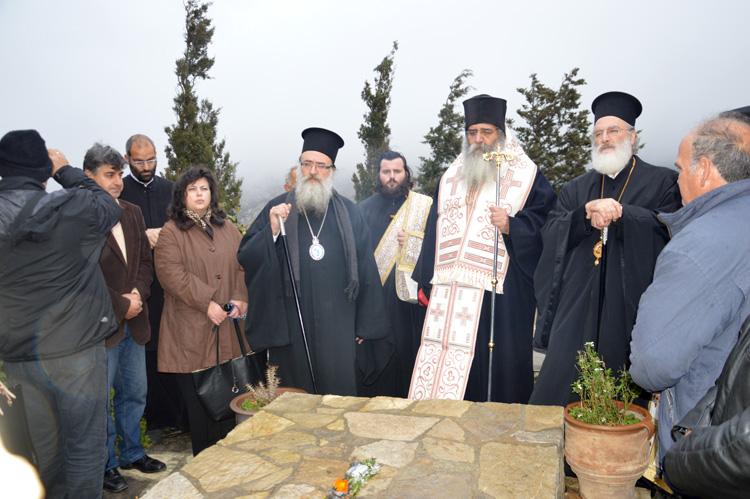 Τρισάγιο στον τάφο του Γέροντος Ευμενίου και το δώρο του οσίου Νικηφόρου του Λεπρού01