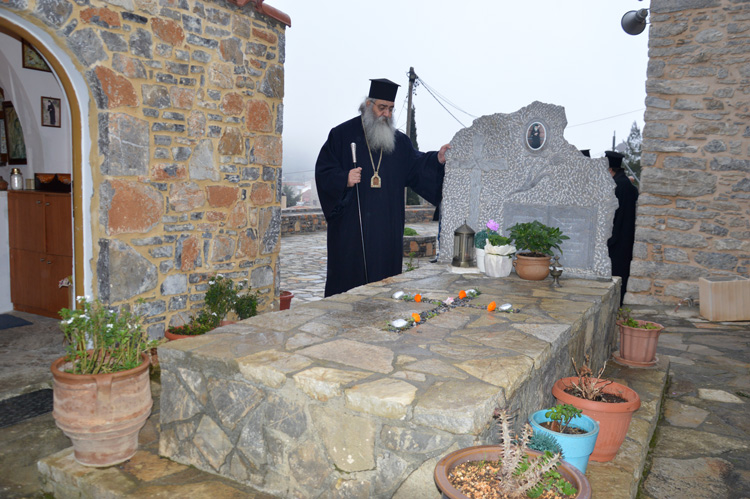 Τρισάγιο στον τάφο του Γέροντος Ευμενίου και το δώρο του οσίου Νικηφόρου του Λεπρού02