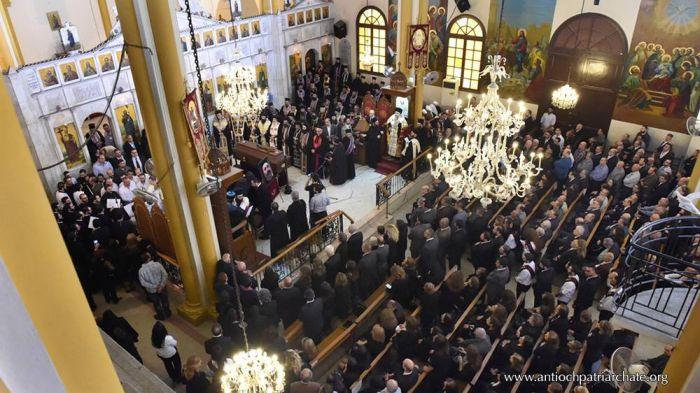 Το τελευταίο αντίο στη μητέρα του Πατριάρχη Αντιοχείας, με την «παρουσία» του απαχθέντος Μητροπολίτη Χαλεπίου03