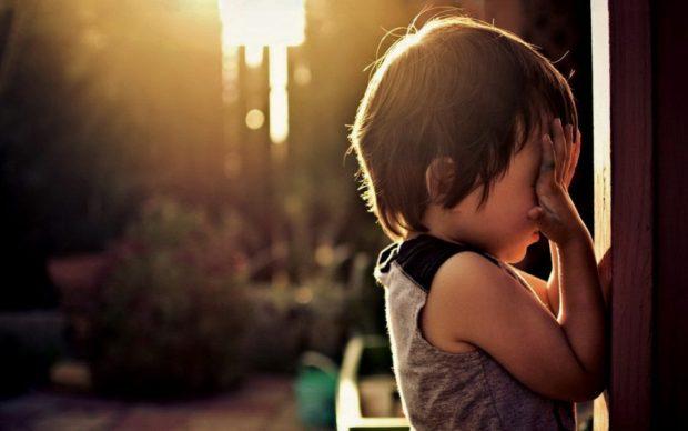 child_hurt_wall_sunshine_54358_3840x2400-1024x640