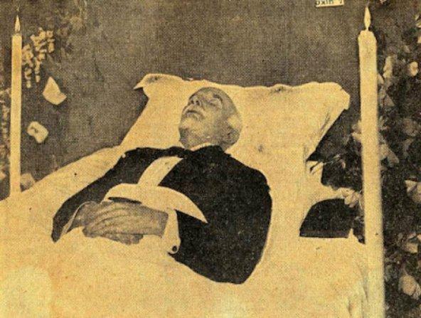 Ο Ελευθέριος Βενιζέλος στη νεκρική κλίνη