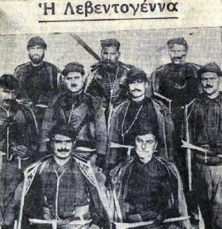 Οπλοφόροι Κρητικοί, που είχανε έρθει στην Αθήνα, για να σχηματίσουν, κατά την κηδεία του Βενιζέλου, τιμητική φρουρά. Ως γνωστόν όμως, η κηδεία, τελικώς, δεν έγινε στην πρωτεύουσα…