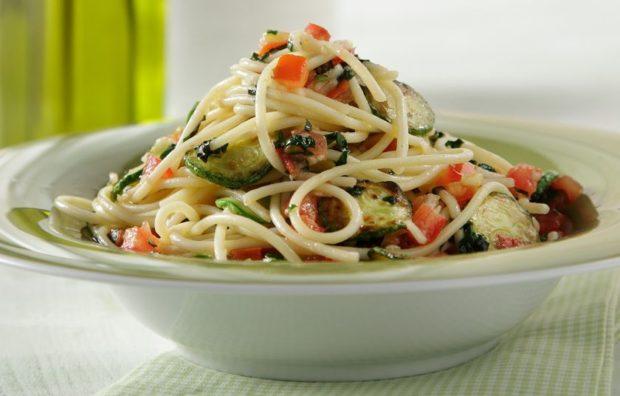 b_spageti_me_kolokythakia