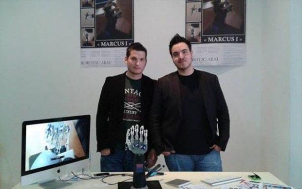 Ο Γεώργιος Φιλανδριανός, φοιτητής της σχολής Ηλεκτρολόγων Μηχανικών του ΕΜΠ και ο Βασίλειος Χειλάς, φοιτητής στην Ιατρική Σχολή Αθηνών